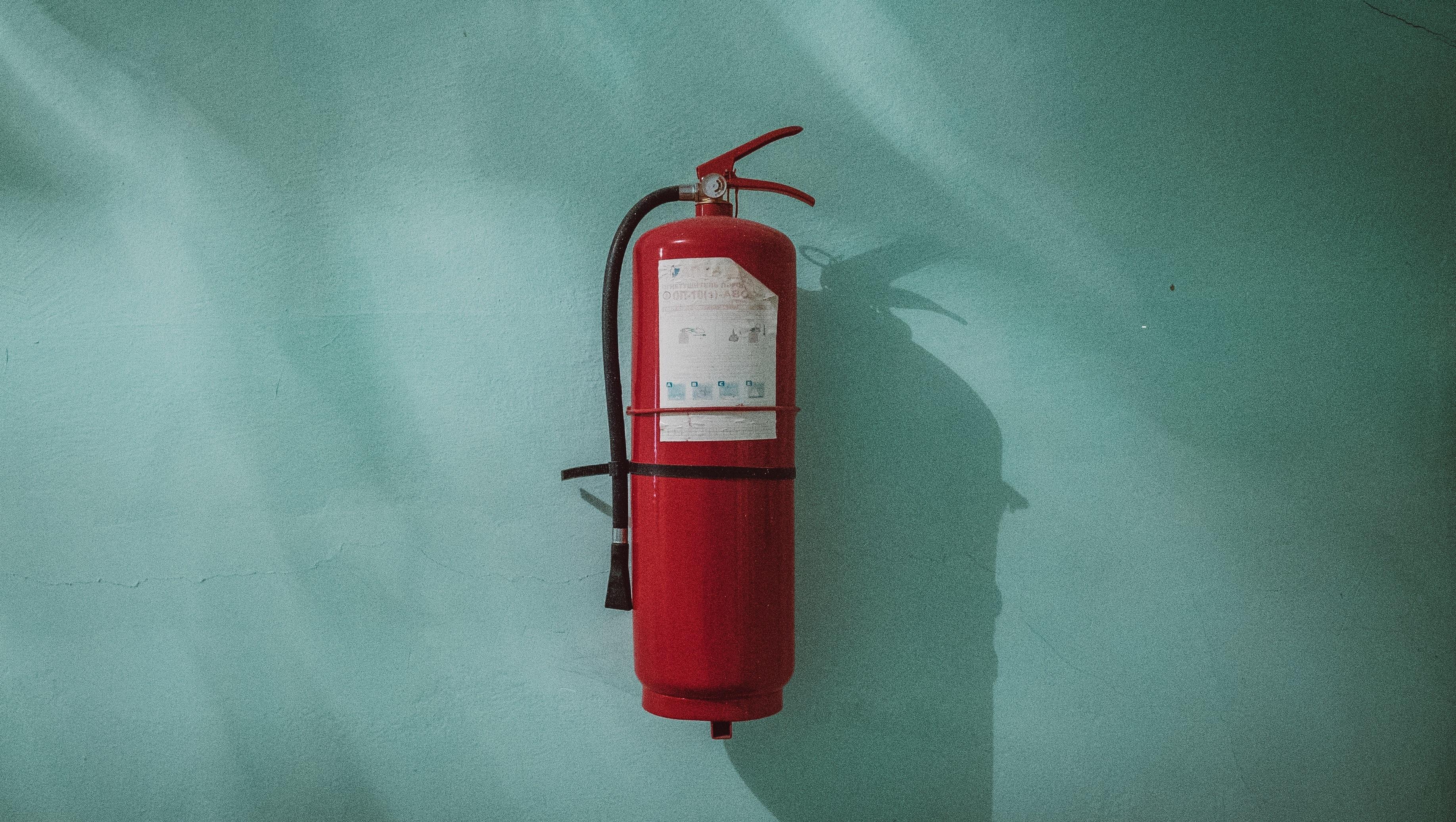 Cumplir con el reglamento de instalaciones de protección contra incendios